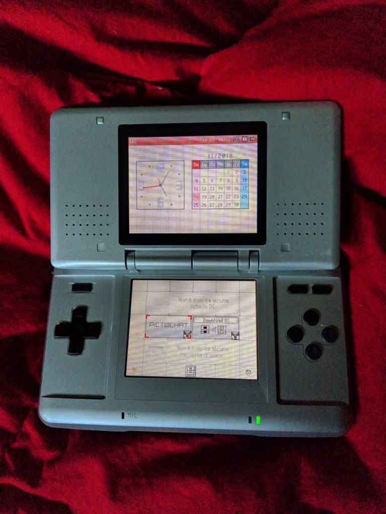Il sistema operativo di Nintendo DS e Nintendo DS Lite, prima dell'avvio di qualsiasi software: il firmware non prevedeva aggiornamenti online, il che portò ancora più vendite alla console, anche se non per i motivi in cui avrebbe sperato Nintendo stessa...